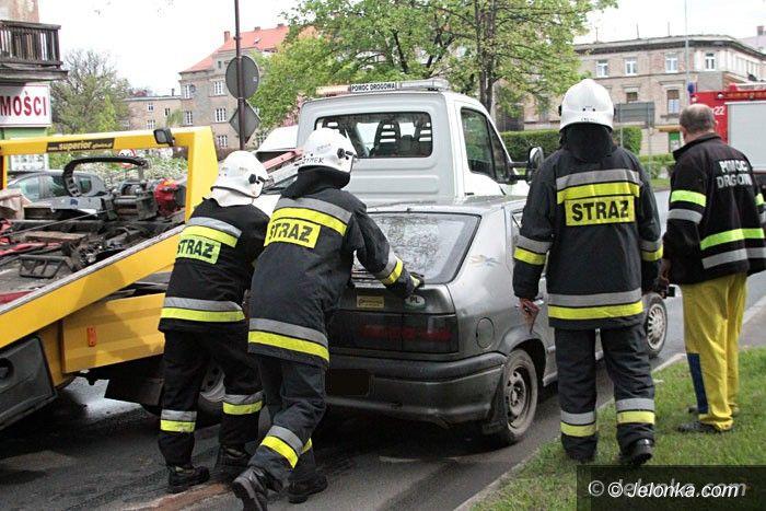 Jelenia Góra: Kierowca bez uprawnień zajechał drogę skodzie