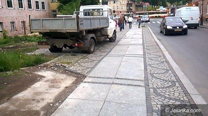 Jelenia Góra: Kto zapłaci za zniszczenie chodnika?