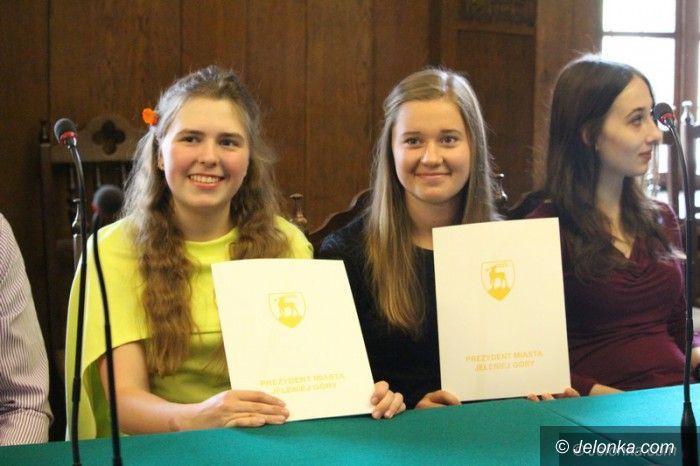 Jelenia Góra: Najzdolniejsi maturzyści nagrodzeni, także finansowo