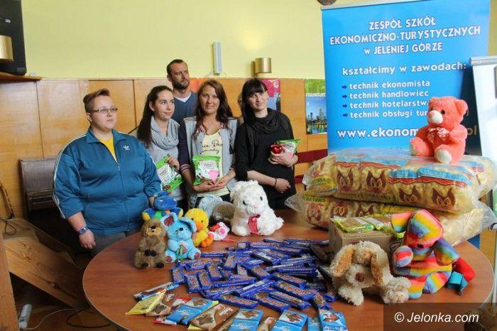 Jelenia Góra: Prezenty dla chorych dzieci od uczniów Ekonoma