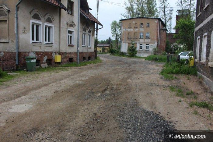 Jelenia Góra: Asfalt na Warszawskiej do końca czerwca