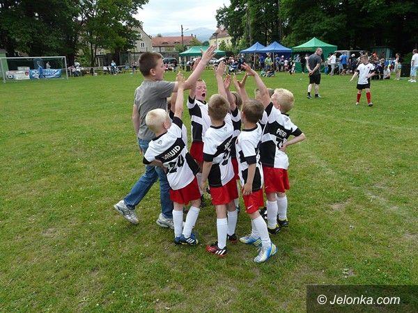 Jelenia Góra: Z wielkim duchem walki – piłkarskie zmagania