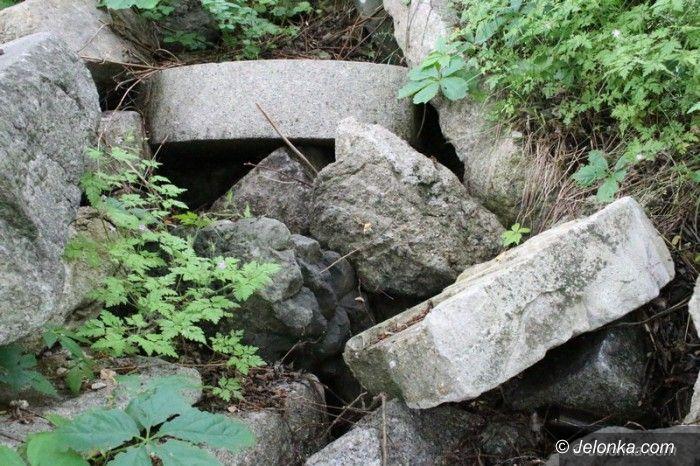 Jelenia Góra: Porzucone nagrobki doczekają się godnego miejsca