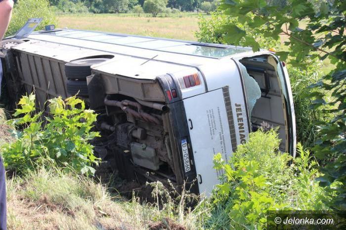 Region: Ranni w wypadku autobusu opuścili szpital