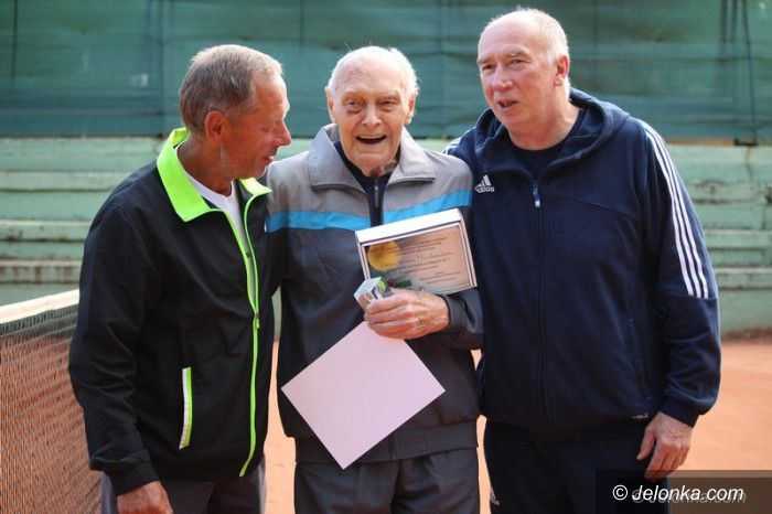Jelenia Góra: Ma 93 lata i... regularnie gra w tenisa
