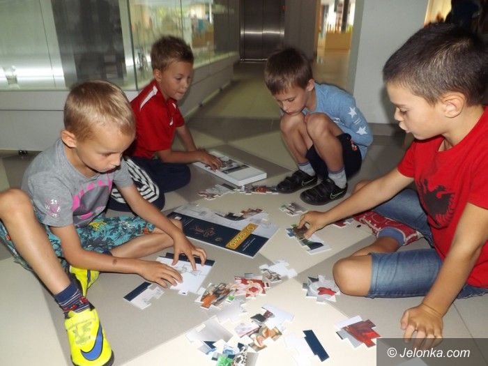 Jelenia Góra: Uczestnicy półkolonii na sportowo zawitali do muzeum