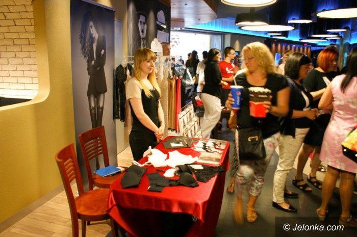 Jelenia Góra: Salwy śmiechu w Kinie Kobiet
