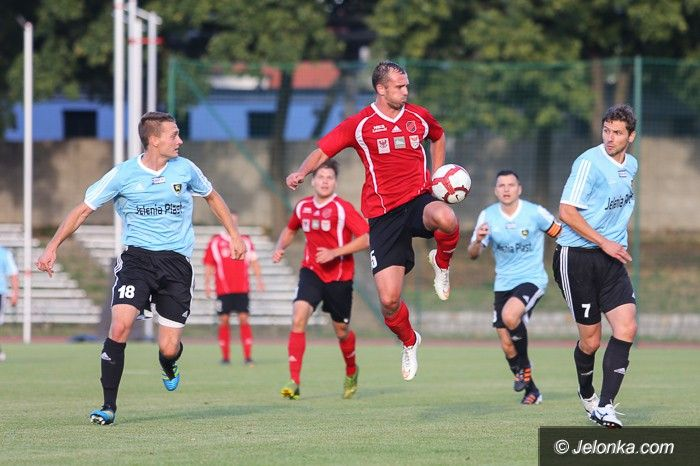 Jelenia Góra: III–liga: Kontuzja, kartki i podział punktów