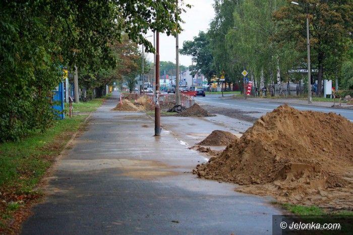 Jelenia Góra: Wodociągi pod chodnikiem? Nie tak łatwo