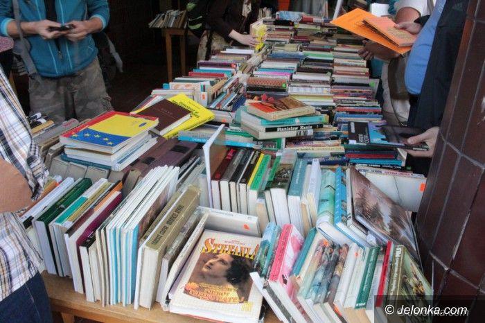 Jelenia Góra: Pięć tysięcy książek do wyboru, za grosze