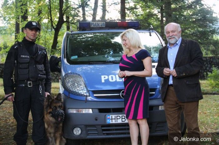 Region: Starostwo przekazało (symbolicznie) policyjnego psa
