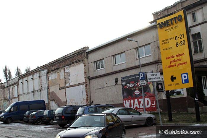 Jelenia Góra: Zniknie odrapana ściana przy wjeździe do Netto?