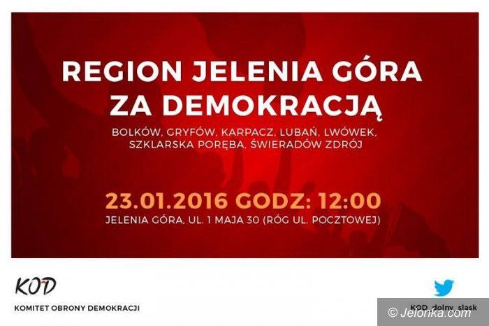 Jelenia Góra: Pikieta przeciwko niszczeniu demokracji przez rząd