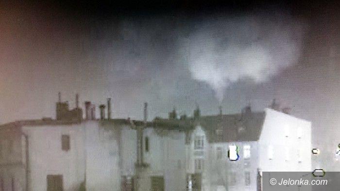 Jelenia Góra: Płonęła sadza w budynku na Podwalu