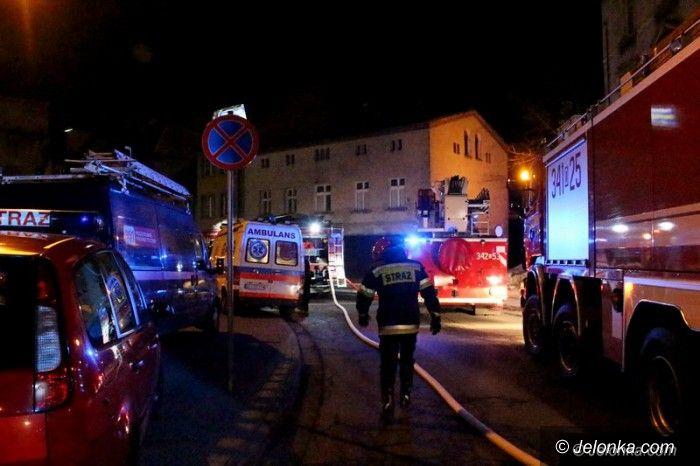 Jelenia Góra: Pożar przy Podwalu, dwie osoby poszkodowane