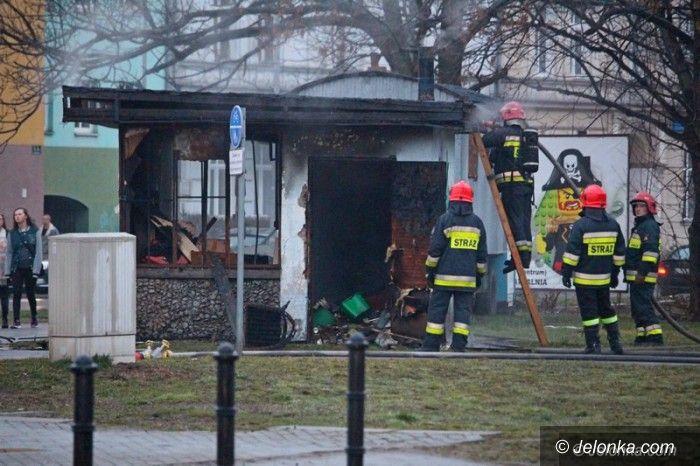 Jelenia Góra: Spłonął opuszczony kiosk w centrum