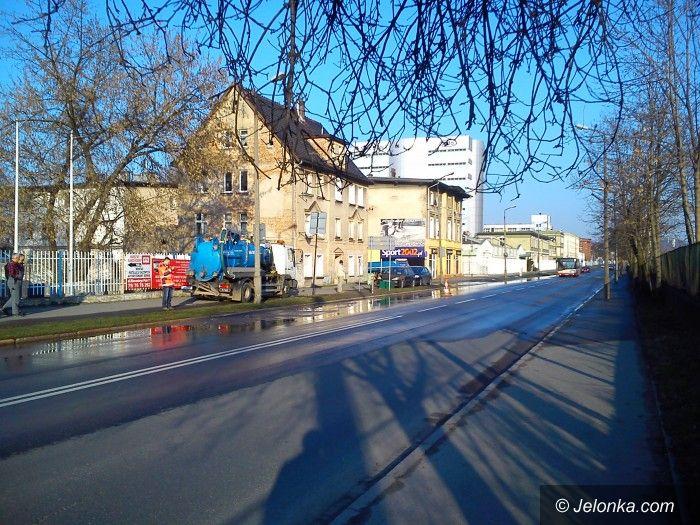 Jelenia Góra: Awaria wodociągu na Wincentego Pola (aktualizacja)