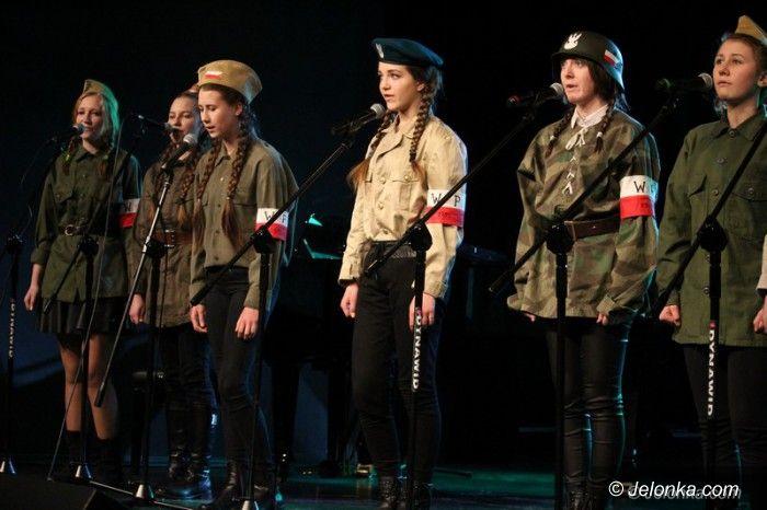 Jelenia Góra: Patriotyczne pieśni rozbrzmiały w JCK–u