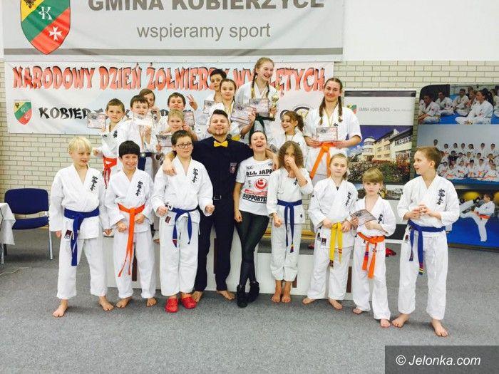 Kobierzyce: 12 medali karateków z Karkonoszy