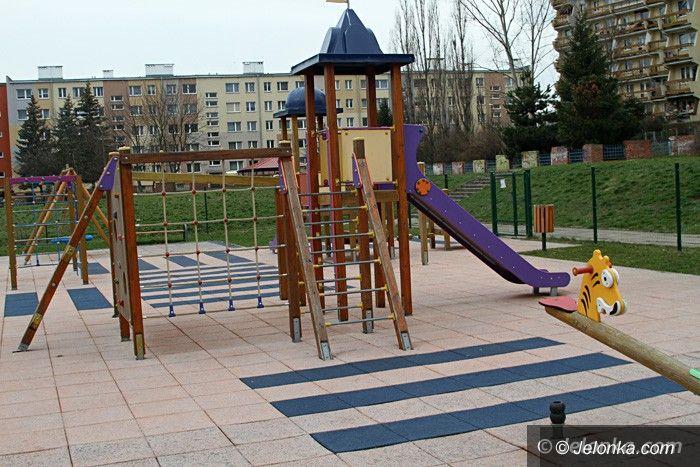 """Jelenia Góra: Plac zabaw przy """"Jedenastce"""" dostępny od dzisiaj"""