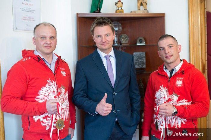 Karpacz: Saneczkarze z wizytą u burmistrza