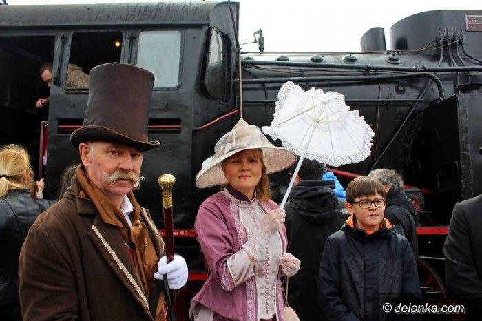 Jelenia Góra: Pociąg retro przyciągnął tłumy
