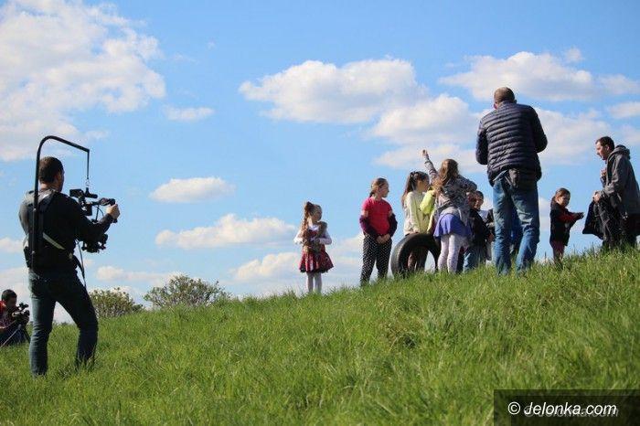 Jelenia Góra: Leniwiec nagrywa teledysk w Cieplicach