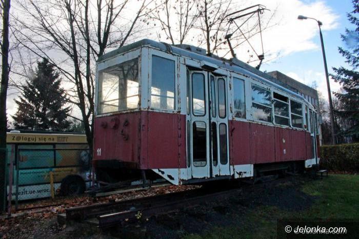 Jelenia Góra: Sprzed zajezdni zniknął tramwaj. Gdzie jest?