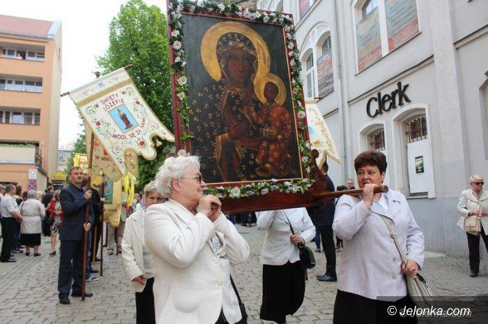 Jelenia Góra: Procesja przeszła ulicami miasta