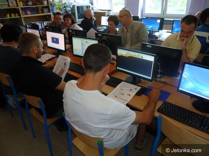 """Jelenia Góra: W """"Trzynastce"""" o programowaniu w edukacji"""