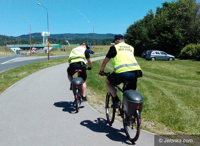 Jelenia Góra: Strażnicy miejscy na patrolach rowerowych