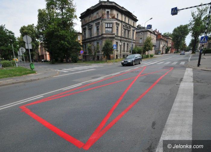 Jelenia Góra: Czerwone koperty na Wojska Polskiego ostrzeżeniem