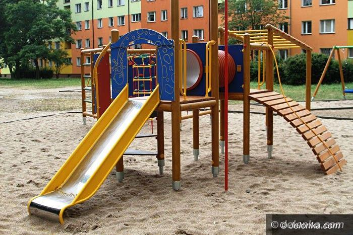 Jelenia Góra: Nowy plac zabaw na Zabobrzu już po odbiorze