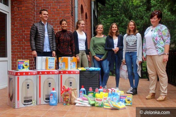 """Jelenia Góra: Młodzież z Heidelbergu z darami dla """"Dąbrówki"""""""