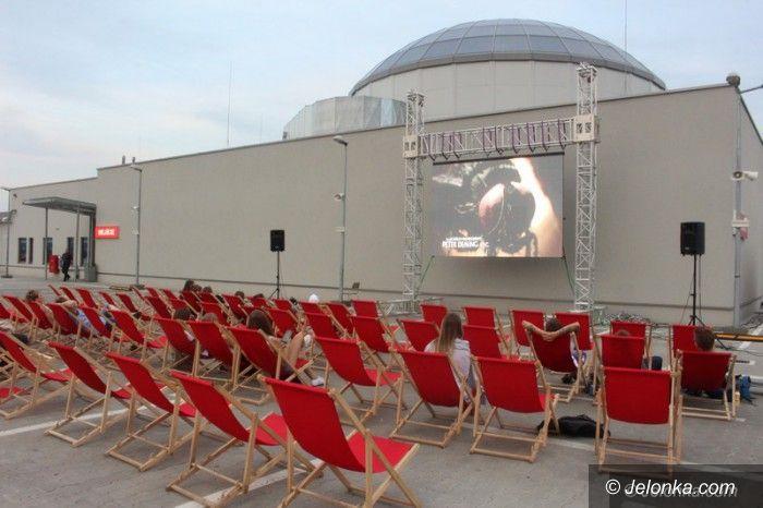 Jelenia Góra: Kino pod chmurką na dachu Nowego Rynku