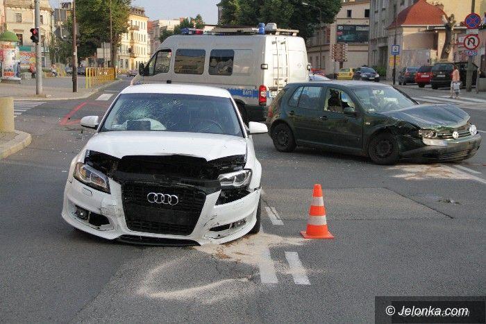 Jelenia Góra: Zderzenie dwóch aut przy Baszcie Grodzkiej