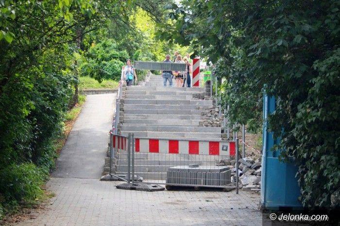 Jelenia Góra: Remont schodków w stronę Chojnika