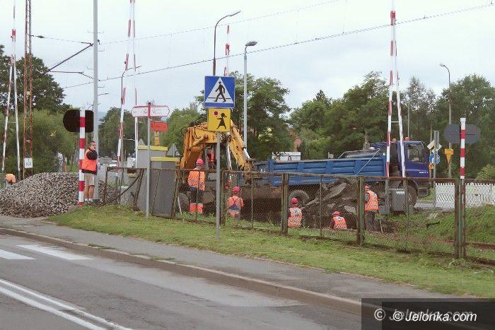 Jelenia Góra: Remont przejazdu kolejowego dzisiaj się kończy