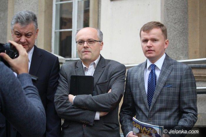 Jelenia Góra: Politycy PiS o zmianach w oświacie i Wodniku