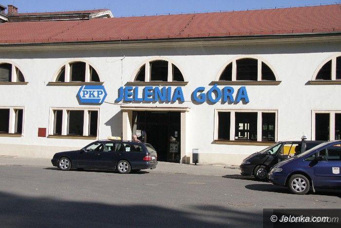 Jelenia Góra: Ludzi z Krakowskiej budzą megafony z dworca PKP