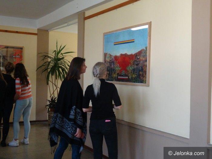 Jelenia Góra: Plakat w szkole – wystawa w ZSOiT