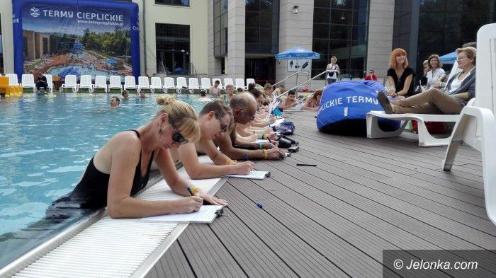 Jelenia Góra: Dyktando w basenie z koncertem na finał