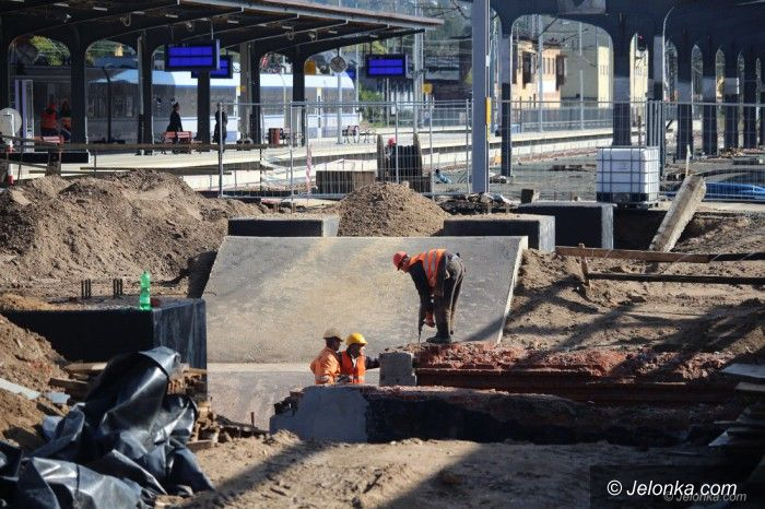 Jelenia Góra: Na dworcu kolejowym praca wre
