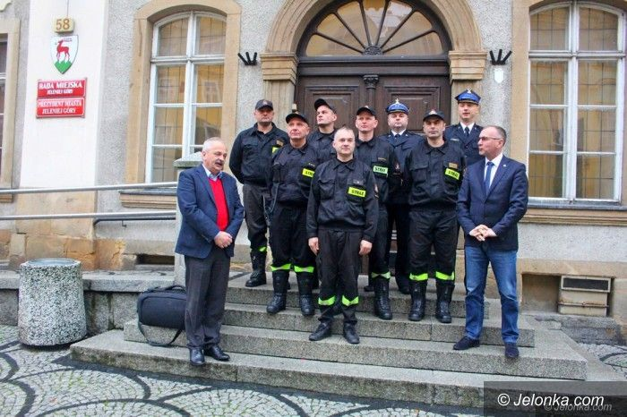 Jelenia Góra: Prezydent spotkał się z bohaterskimi strażakami