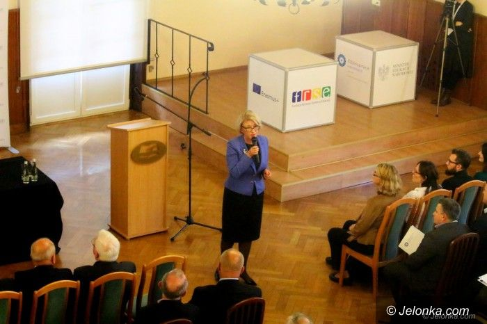 Jelenia Góra: Konferencja o zmianach i możliwościach w oświacie