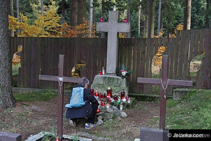 Region: Na cmentarzu jeńców wojennych płonęły znicze