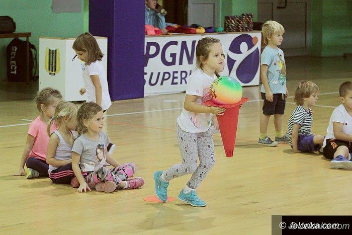 Jelenia Góra: Przedszkolaki z Promyczka w hali przy Złotniczej