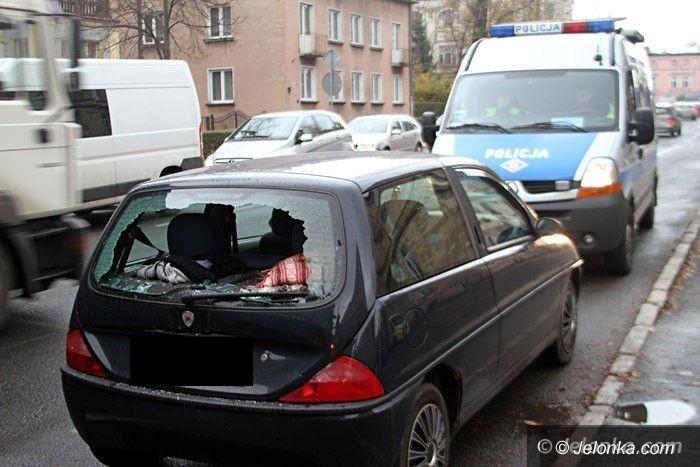 Jelenia Góra: Scania najechała na lancię. Dwie osoby w szpitalu
