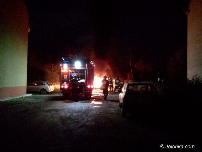 Jelenia Góra: Spłonęła honda przy Wyczółkowskiego