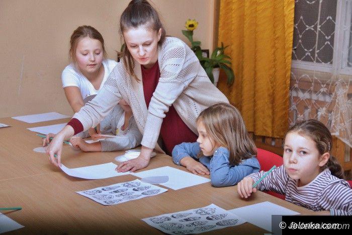 Jelenia Góra: W ODK dzieci próbowały swoich sił w linorycie